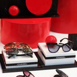 PIERRE MARLY OPTICIEN – THÈME RED DOT – PARIS